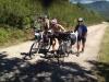 salita al Cebreiro - fede spinge la bici di frullino